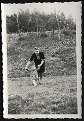 Archiv S884 Mit Christel Guntsch, Mai 1941 (Hans-Michael Tappen) Tags: archivhansmichaeltappen outdoor fotorahmen kind kleidung outfit frau 1941 natur scenery vegetation 1940s 1940er landschaft