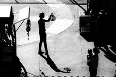 Hollywood (Kebeard) Tags: blackandwhite black white silver monochrome street hollywood nikon nikond610 shadow contrast