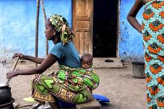 Choix cornélien (Noémie dSP) Tags: couleur color wax afrique africa benin cooking peul