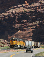 Geeps and Jeeps (jamesbelmont) Tags: unionpacific potashlocal moab utah railroad railway train locomotive highway279 intrepidpotash emd gp60 gp40m2 archesnationalpark coloradoriver jeepsafari springbreak