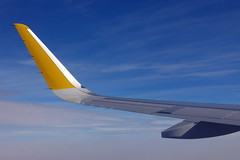 Aire (Micheo) Tags: spain vueling flying vuelo flight travel trip aire cielo air sky window avion ala wing simplicidad
