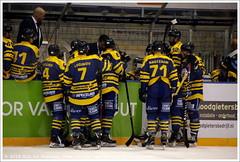 Time-out Tilburg Trappers vs Herner EV (Dit is Suzanne) Tags: 12042019 img1138 nederland netherlands нидерланды noordbrabant northbrabant северныйбрабант tilburg тилбург ijssportcentrumstappegoor stappegoor ©ditissuzanne canoneos40d tamron18200mmf3563diiivc ijshockey icehockey eishockey хоккей живихоккеем oberliga deboberliga playoffs плейоффс halbfinale halvefinale halffinals полуфинал game1 tilburgtrappers hernerev seizoen20182019 season20182019 сезон20182019 12 kevinbruijsten 71 nardonagtzaam 7 alexeiloginov алексейлогинов 4 ryancollier 41 tijnjacobs