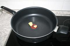 11 - Butterschmalz in Pfanne erhitzen / Heat up ghee inn pan (JaBB) Tags: gulasch goulash rindergulasch rindsgulasch beefgoulash rotkraut redcabbage klöse knödel kartoffelklöse kartoffelknödel dumplings potatodumplings food lunch dinner essen nahrung nahrungsmittel mittagessen abendessen küche kitchen kochen cooking schmoren braise rezept recipe kochexperiment kochexperimente