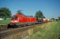 182 023  bei Hilperting  02.09.04 (w. + h. brutzer) Tags: hilperting 182 taurus eisenbahn eisenbahnen train trains deutschland germany elok eloks lokomotive locomotive zug db nikon webru analog