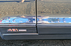 P1080446 (72grande) Tags: arizona az phoenix scottsdale rockandrollcarandbikeshowatmcdonaldsinscottsdalepavilions scottsdalepavilions thepavilions pontiac bonneville convertible