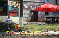 Spontaneous market in Kyiv. Goods are laid out on the ground (B℮n) Tags: київ kyiv kiev ukraine киев kiëv oekraïne dnjepr dnipro hidropark viewpoint historical treasures river green park bridge rusanivskastrait dnieper eternalglorypark brovary road highway traffic cars 50faves topf50 maidan euromaidan orange revolution independence square europe centre history viktor janoekovytsj україна saint vladimir monument saintvladimirmonument памятникволодимирувеликому national landmark flea market goods ground selling woman bag necklaces neckties