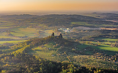 Burg Trosky im Böhmischen Paradies vom Heißluftballon aus gesehen (matthias_oberlausitz) Tags: trosky burg hrad böhmisches paradies ceske rai heisluftballon morgen sonnenaufgang böhmen tschechien