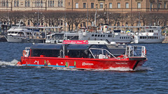 The sightseeing boat Wake Me Up in Stockholm (Franz Airiman) Tags: båt boat ship fartyg stockholm sweden scandinavia redsightseeing