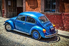 Blue VW Bug (Michael Guttman) Tags: vw bug vwbug volkswagen sanmigueldeallende mexico overprocessed car automobile classicautomobile vwbeetle beetle cobblestonestreet building sliderssunday hss