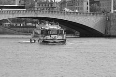 Lyon sur Saône (ZUHMHA) Tags: lyon france monochrome pont bridge water eau urban urbain architecture construction péniche bateau boat fleuve