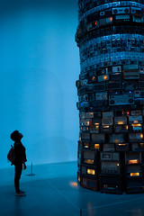 Tower of Incomprehension [Explored] (ShrubMonkey (Julian Heritage)) Tags: waterloo cildomeireles towerofincomprehension babel2001 sculpture art artwork analogueradios tate gallery person people candid awe wonder tower radios london southbank babel exhibition display streetphotography
