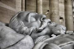 Le sommeil du juste ... (OGNB) Tags: canon6dmarkii bw nb man homme pierre statue