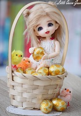 Happy Easter ♥ (Little Queen Gaou) Tags: cosy home maison easter pâques oeuf egg oeufs eggs chocolate white chocolat blanc gold or poussin chick panier basket cute mignon bjd ball jointed doll fairyland compagny pukifee pongpong