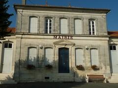 mairie de St-Bonnet (eric_diener) Tags: 16