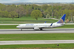 United 337 at CMH (craigsanders429) Tags: unitedairlines 737 boeing737 737800 departingaircraft aircraft airlines airliners airplanes airports airportrunways johnglenncolumbusinternationalairport