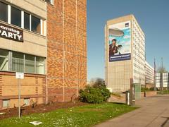 Halle (Saale), ComCenter (Heiko Haberle) Tags: ddr gdr ostdeutschland ostmoderne socialist plattenbau edelplatte edel platte postmoderne postmodern kacheln fassade facade beton concrete