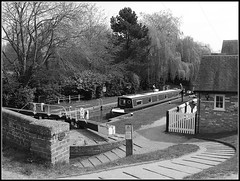 Braunston Top Lock (Jason 87030) Tags: boat canal northants northamptonshire cut narrowboat lordportal wizard tree willow path house cottage bridge frame boder people leisure walk local bw bbw black white noir blank
