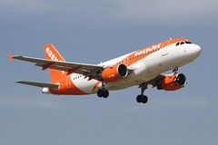 G-EZDD (IndiaEcho) Tags: airbus easyjet u2 ezy gezdd a319 london gatwick egkk lgw airport airfield crawley west sussex england canon eos 1000d civil aircraft aeroplaneaviation airliner approach landing sky 08