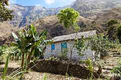 Typical little house in valley of Paul - Santo Antão island - Cape Verde (tivitto) Tags: 24105 5dmkiv canon caboverde capeverde capvert house maison valleyofpaul santoantão