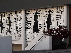 20190327_193848_R (Benoit Vellieux) Tags: france nouvelleaquitaine gironde 33 bordeaux talence campusuniversitaire universitycampus universitätscampus streetart murpeint paintedwall bemaltemauer silhouette homme femme man woman mann weib ecolenationalesupérieuredecognitique ensc cognitique cognitics cognitivescienceandtechnology knowledgesciences knowledgetechnologies architecture