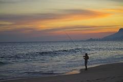 Por do Sol e as montanhas do Rio (mcvmjr1971) Tags: purple nikon d800e lens sigma 100300 f4 ex mmoraes sunset por do sol praia de piratininga ceu vermelho red sky clouds nuvens silhueta