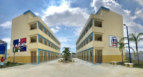 Presidente Danilo Medina entrega dos modernas escuelas para 1,890 estudiantes en Valiente, Boca Chica
