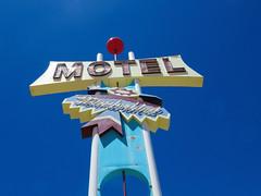 Show Low Thunderbird (jimsawthat) Tags: motel vintagemotel metalsign vintagesign neon smalltown showlow arizona