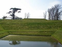 Orpheus (amandabhslater) Tags: northamptonshire boughtonhouse garden grass trees house
