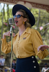 Jayne (f22photographie) Tags: crich1940sweekend2019 people faces glamour singer entertainers prettygirls hats sunglasses candidphotography 1940sreenactmentevent vintageevent
