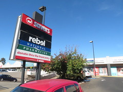 Tea Tree Plus signboard after unusual modification! (RS 1990) Tags: teatreeplus teatreeplaza signboard northeastrd modbury teatreegully adelaide southaustralia tuesday 23rd april 2019