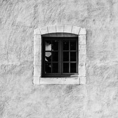K1VB3931 N&B (ViB51) Tags: anciencollã¨gedesjã©suites fenãªtre noirblanc formatcarrã© 11 symã©trie france grandest reims ruegambetta anciencollègedesjésuites fenêtre formatcarré symétrie