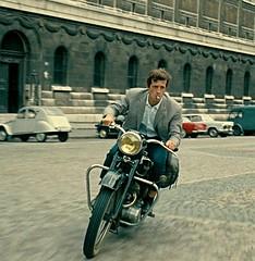 Jean Paul Belmondo, Triumph TRW, in L'Homme de Rio (Philippe de Broca, 1964). (Txemari - Argazki.) Tags: