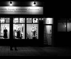 IMG_8052-1 (andréechevalier) Tags: fantôme vitrine nuit lumière joliette