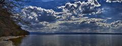 Ausruhen am See (Helmut Reichelt) Tags: ausruhen wolken april frühling gebirge berge starnbergersee spiegelung wasser see ammerland bayern bavaria deutschland germany leica leicam typ240 captureone12 hdrefexpro2 fhdr leicasummilux50mmf14asph panorama
