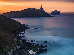 Cabo Vilán (Alphonso Mancuso) Tags: cabovilán alphonsomancuso canon6dmarkii canon24105f4l galicia españa lacoruña faro filtrond largaexposición paisaje landscape agua azul cielo sunset atardecer outside viajes travel