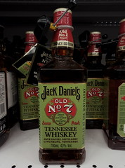 Jack Daniel's (m_y_eda) Tags: 瓶子 瓶 ขวด കുപ്പി ಬಾಟಲಿ సీసా புட்டி بوتڵ بوتل بطری פלאש בקבוק шише пляшка лонхо лаг бутылка бутилка боца φιάλη tecontli sticlă şişe shishja pudele pudel molangi láhev gendul garrafa flesj fles flassche flaske flaska flasche fläsch dhalo chai butelka butelis buteli buteglia buidéal buddel boutèy bouteille bottle bottiglia botol botila botelo botella botelkė botal bosa boca bhodhoro