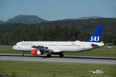 SAS - OY-KBB - A321-200 (Aviation & Maritime) Tags: oykbb sas scandinavianairlines scandinavian airbus a321 a321200 airbus321 airbus321200 bgo enbr bergenairportflesland bergenlufthavnflesland bergen flesland
