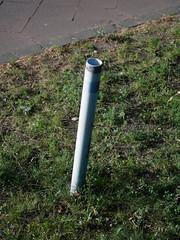 Das Rohr. / 24.04.2019 (ben.kaden) Tags: berlin adlershof rudowerchaussee details 2019 24042019