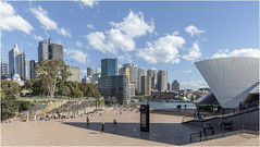 Sydney . (:: Blende 22 ::) Tags: operahouse australia australien newsouthwales nsw sydney blue sky canon canoneosd canoneos5dmarkiv water reflections harbours bridge waterwaves harbour skyline cbd ferry fähre canonef2470mmf28liiusm