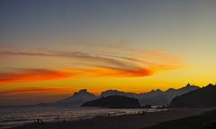 Montanhas do Rio no por do Sol (mcvmjr1971) Tags: sunset por do sol mmoraes nikon d800e lens sigma 100300 f4 ex praia de piratininga céu vermelho red sky clouds nuvens litoral seaside 2019