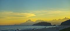 Por do sol em curso (mcvmjr1971) Tags: red sunset por do sol mmoraes nikon d800e lens sigma 100300 f4 ex praia de piratininga céu vermelho sky clouds nuvens litoral seaside 2019