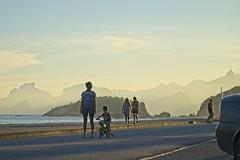 Diego curtindo a bike com a mãe (mcvmjr1971) Tags: purple sunset por do sol mmoraes nikon d800e lens sigma 100300 f4 ex praia de piratininga céu vermelho red sky clouds nuvens litoral seaside 2019