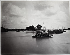 Hotz collection: Guangzhou, Another View of a Flower Boat, ca. 1870 (Charles in Shanghai) Tags: charles shanghai albert hotz albertus paulus hermanus holland china trading company handelscompagnie rotterdam universiteit leiden university bibliotheek bijzondere collecties special collections early photography libslibs librariesandlibrarians hchc haagsche courant nrc delphernl perzië john thomson london mattie boom rijksmuseum everyoneaphotographer exhibition gwulo guangzhou kanton canton bw blackandwhite monochrome people street chinese zhujing river pearl sampan flower boat