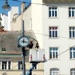 Die Zeit ist totgeschlagen (raumark_pfsoe) Tags: time clock würfeluhr vienna