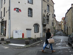 Space Invader CLR_40 (tofz4u) Tags: 63 clermontferrand puydedôme puydedome 63000 france auvergne streetart artderue invader spaceinvader spaceinvaders mosaïque mosaic tile clr40 bat chauvesouris street rue people shopping pedestrian piéton