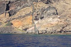 ESCAPADE - Σαντορίνη, ελλάδα (delphinevacelet) Tags: falaise cliff landscape paysage sea mer greece grèce cyclades island île santorin