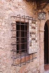 Trapped (xiaolifra) Tags: trap trapped prisoner widnow finestra prigione chiusa sbarre sbarrata anticafinestra cancello gate rasiglia