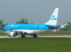 PH-EXJ turning onto RWY 09 (Ibirdball) Tags: klm klmcityhopper embraer e175 phexj norwich egsh nwi