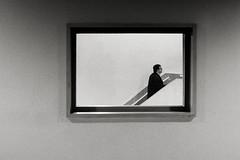 L'homme qui monte (Asapix) Tags: muséeolympusxz1 illusion nb noiretblanc blackandwhitebw réalité olympus monochrome furtif instant