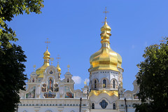 The towers and frescoes of Kyiv Pechersk Lavra (B℮n) Tags: келіїспіваківмитрополичогохоруупцмп keliyispivakivmytropolychohokhoruuptsmp uspensʹkyysobor успенськийсобор київ kyiv kiev ukraine киев kiëv oekraïne dnjepr dnipro hidropark viewpoint historical treasures river green park bridge rusanivskastrait 50faves topf50 maidan euromaidan orange revolution independence square europe centre history viktor janoekovytsj україна saint vladimir monument saintvladimirmonument памятникволодимирувеликому national landmark tserkvamykolychudotvortsya церквамиколичудотворця churchofstcatherine muzeynaukma києвопечерськалавра unesco kievpetsjersklavra world heritage site троїцька надбрамна церква троїцьканадбрамнацерква gate church gatechurchofthetrinity museum kievpechersk lavra ukrainian orthodox
